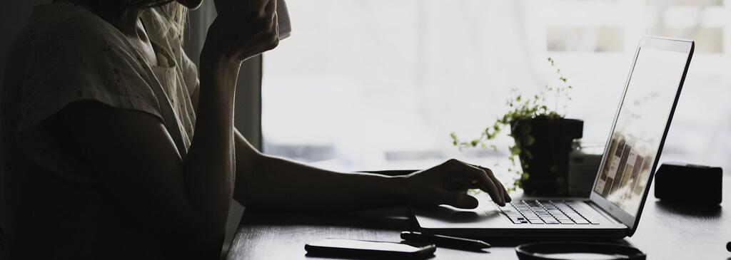 Idealne domowe biuro – jak lepiej pracować z domu?