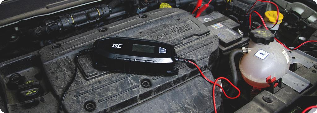 Jak podłączyć prostownik do akumulatora?