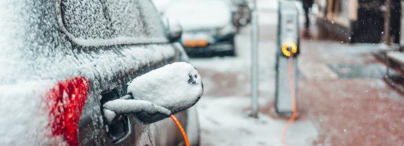 ładowanie samochodu elektrycznego w zimie