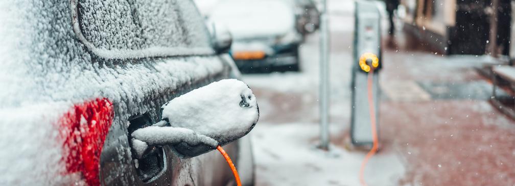 Jak dbać o samochód elektryczny zimą?