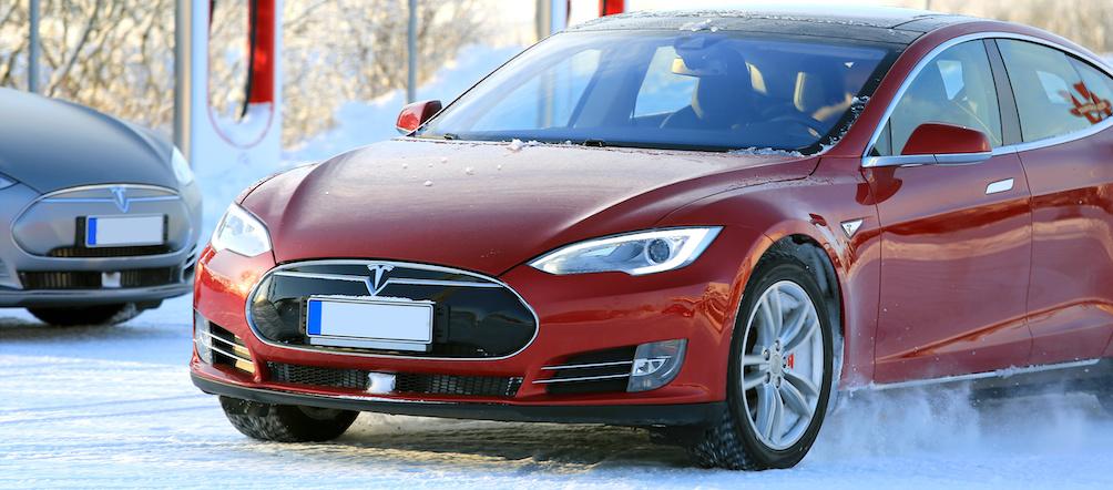 samochód elektryczny wzimie