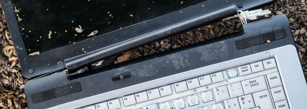 zniszczony sprzęt elektroniczny