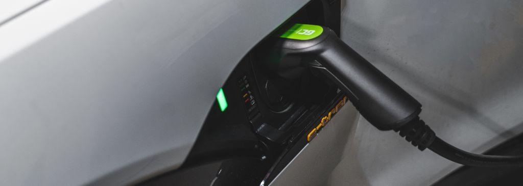 Mobilna ładowarka do samochodów elektrycznych – dlaczego warto w nią zainwestować?