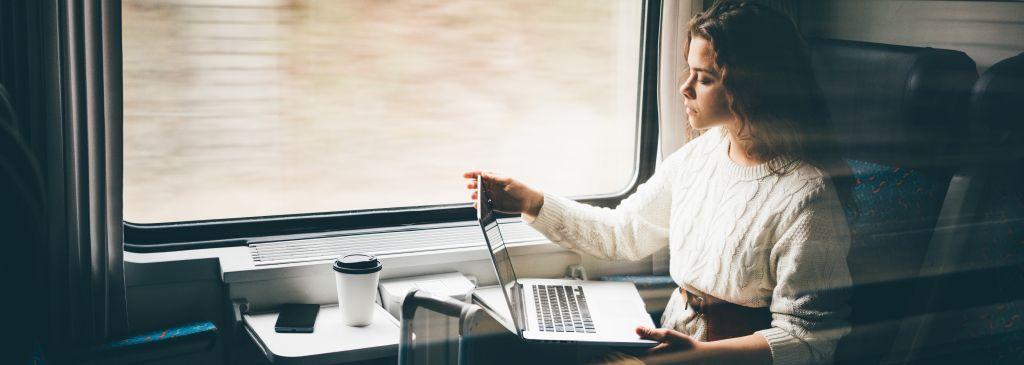 4 elektroniczne gadżety, które przydadzą Ci się w delegacji służbowej