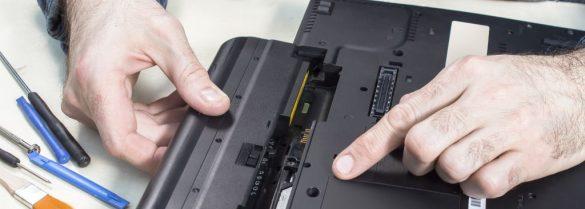 wymiana baterii w laptopie