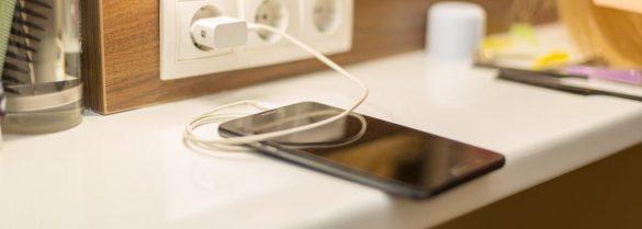ładowanie telefonu komórkowego