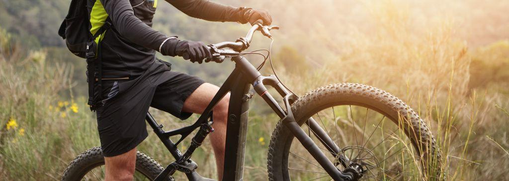 Ładowarka do roweru elektrycznego – na co zwrócić uwagę podczas jej wyboru?