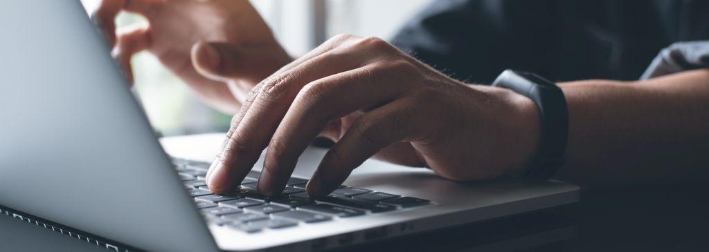 Twój laptop szybko się nagrzewa? Sprawdź, jak obniżyć temperaturę laptopa!