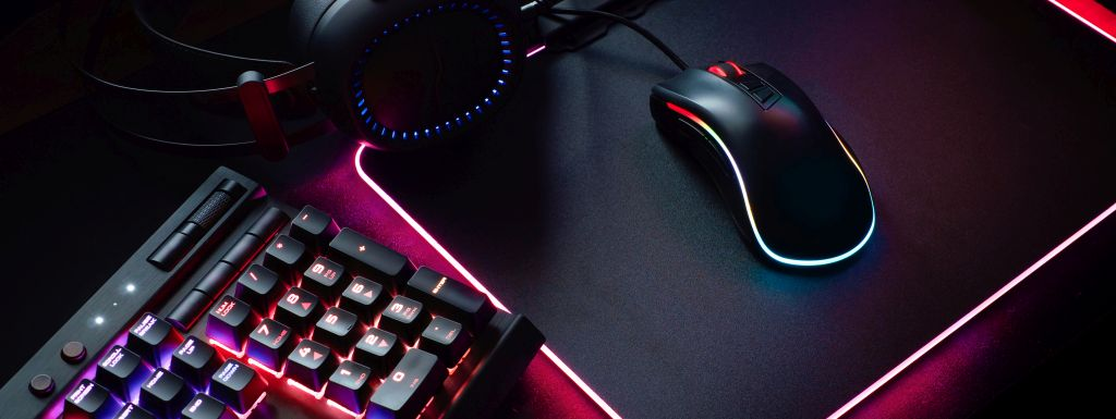 akcesoria dla gracza - myszka, klawiatura, słuchawki