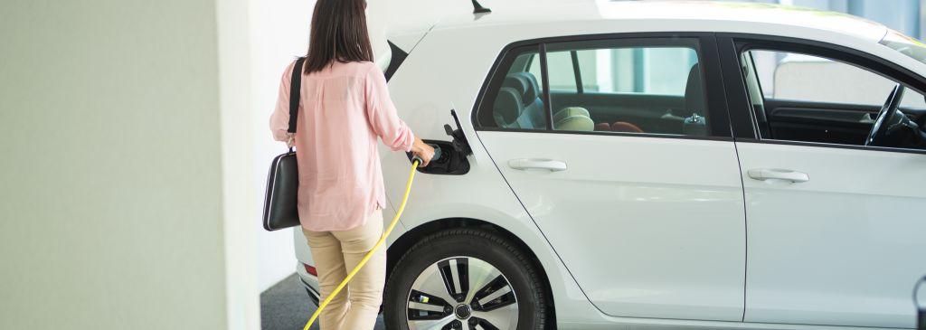 Domowa stacja ładowania samochodów elektrycznych – wszystko, co powinieneś o niej wiedzieć